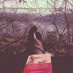 Tanpınar'a yakışır şekilde Aşiyan manzarası ve kitabımız