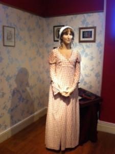 Her ne kadar Jane Austen'ın bugüne kadar doğrudüzgün bir portresi olmasa da tarif edilenlere göre yapılan mum heykeli işte bu